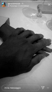 Ignazio e Cecilia mano nella mano al ristorante