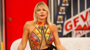 Matilde Brandi, quel vestito non copre nulla: backstage di fuoco – FOTO