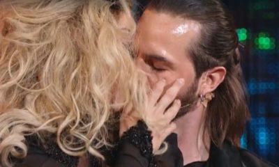 ballando con le stelle bacio vittoria schisano marco de angelis