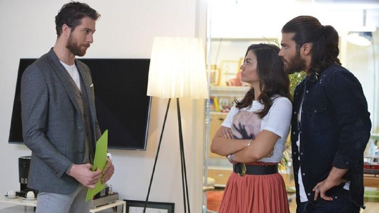 Can e Sanem in ufficio con Yigit