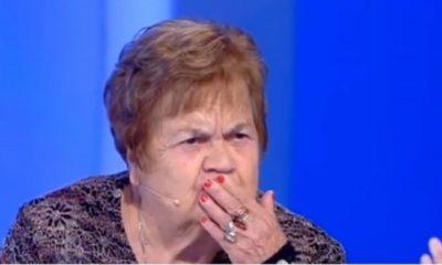 signora perde la dentiera a c'è posta per te