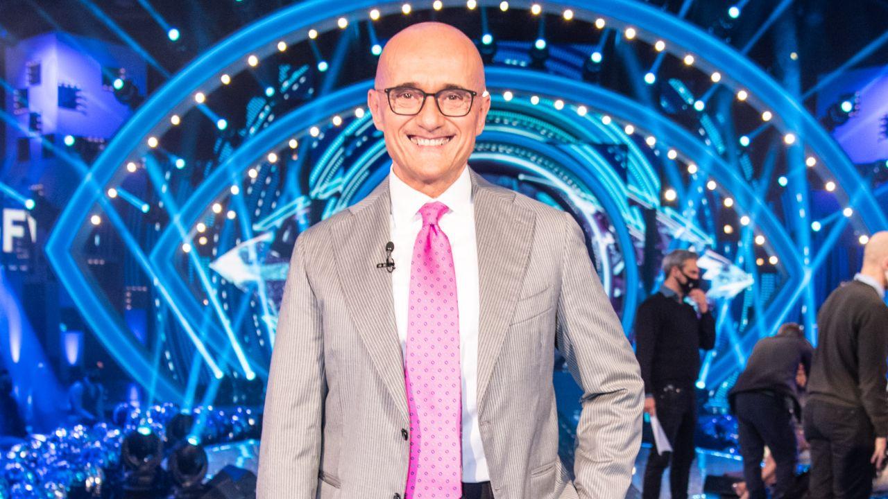 alfonso signorini con cravatta rosa