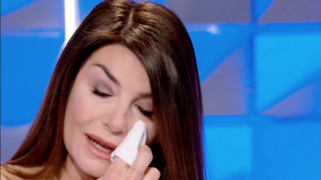 Ilaria D'Amico in lacrime a verissimo