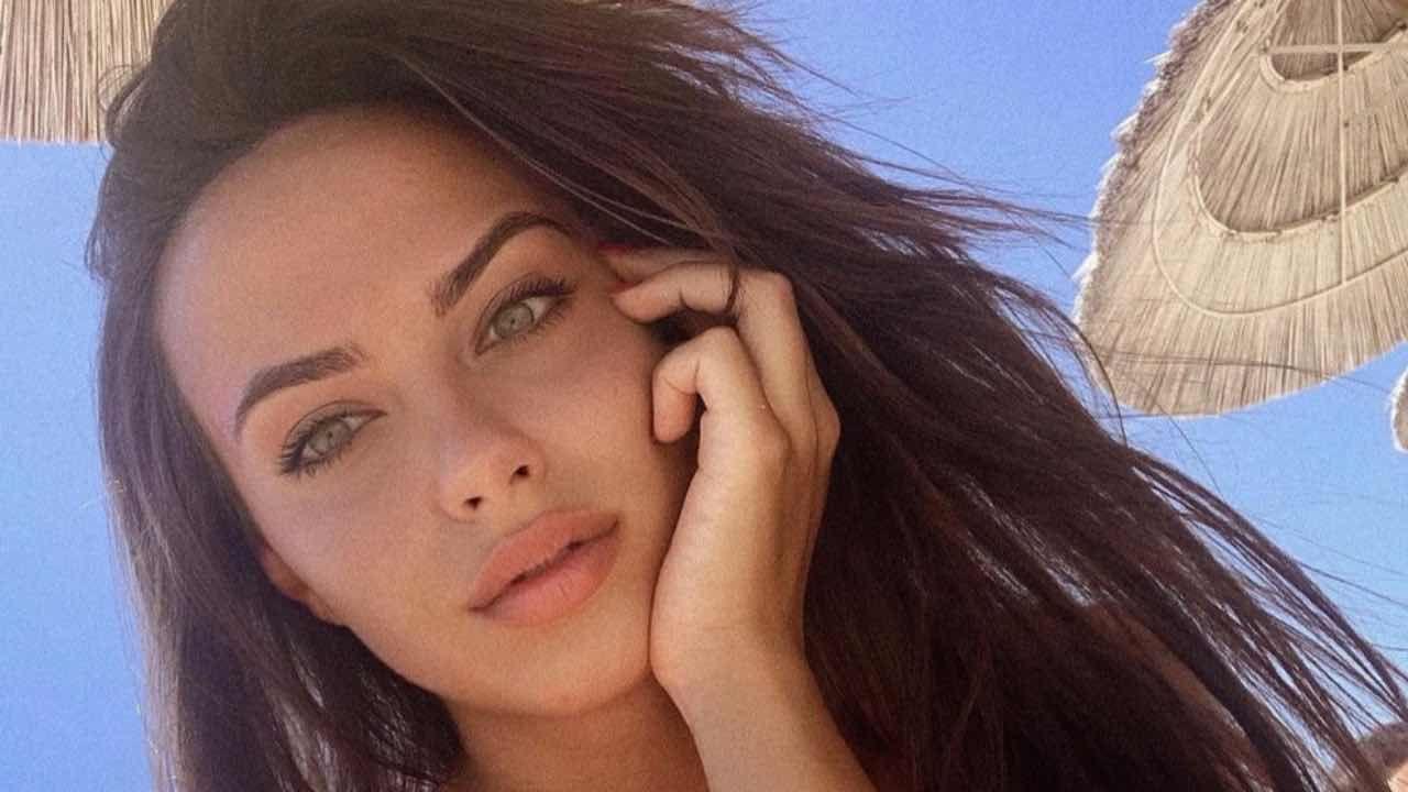 alessandra sgolastra, selfie al mare