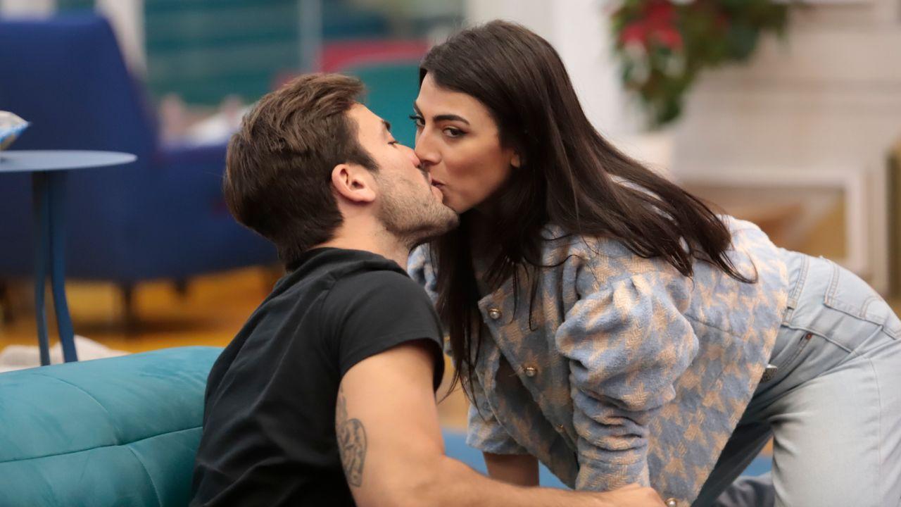 pretelli kiss giulia salemi