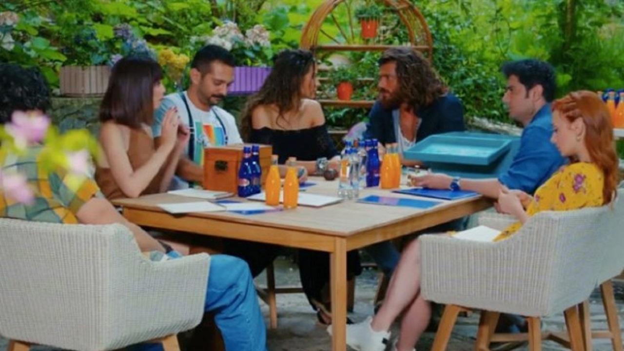 Can e Sanem insieme agli altri componenti della Fikri Harika