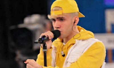 aka7even cappello e felpa gialla