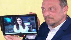 "Sanremo 2021, Amadeus annuncia Laura Pausini ospite: ""Verrà a cantare"""
