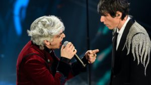 Morgan colpisce ancora: cosa fa mentre Bugo canta a Sanremo (Video)