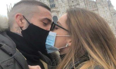 ued, sophie e matteo, bacio con mascherine