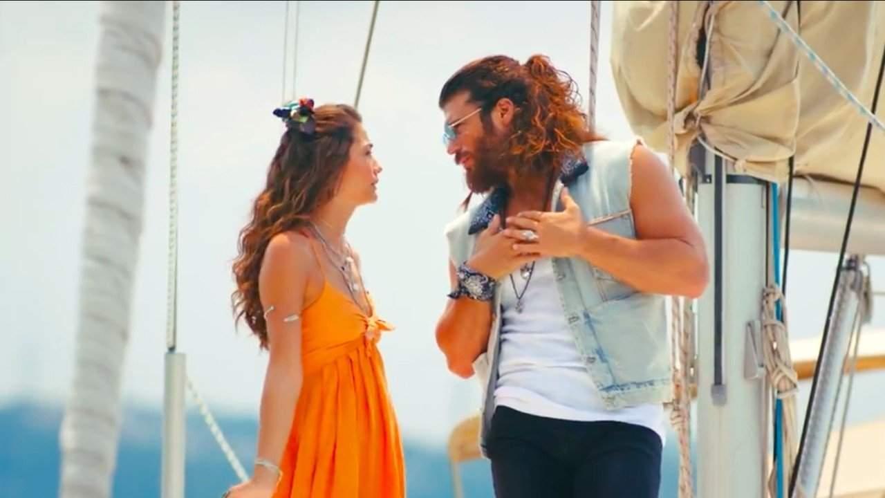Can e Sanem discutono in barca