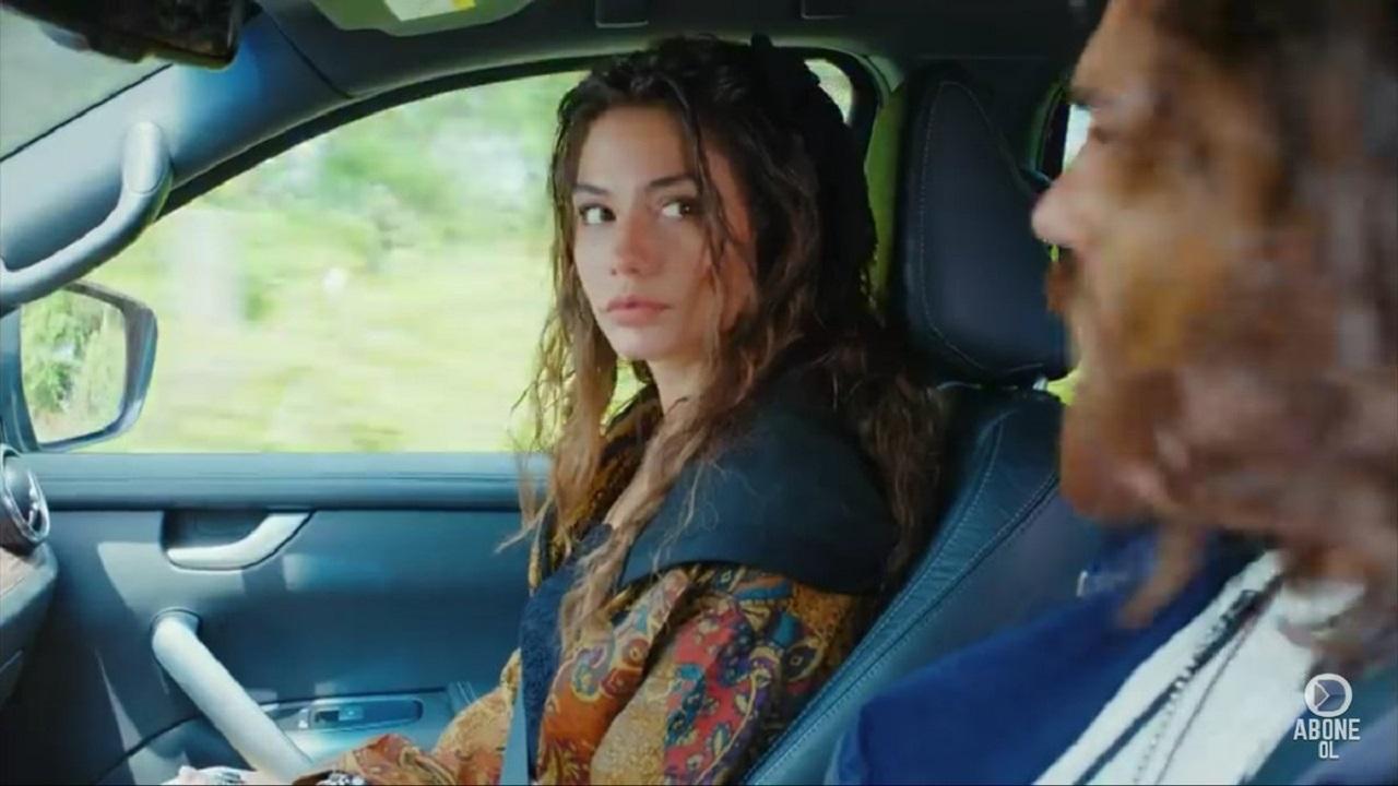 Sanem e Can in macchina