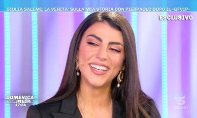 Giulia Salemi sorride