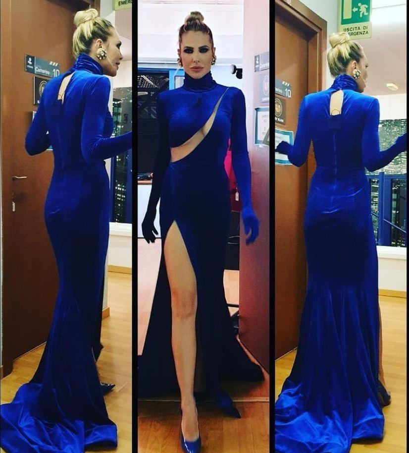 ilary blasi vestito blu isola dei famosi