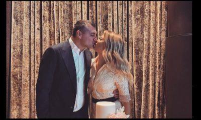 Vieri e la moglie Costanza si baciano