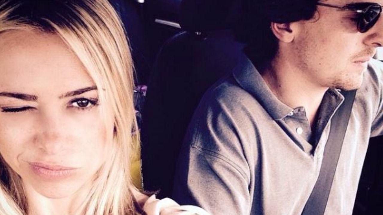 martina stella con suo marito in macchina