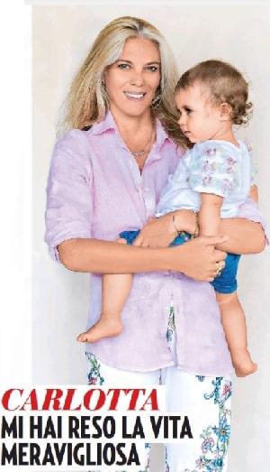 Eleonora Daniele Carlotta in braccio